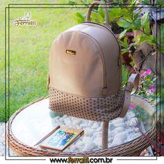 Para começar a semana com muito estilo, use Ferratti. 🎒👜🛍 Esta linda mochila vai compor um lindo look e fornecer o espaço que você precisa! 😍😍😍