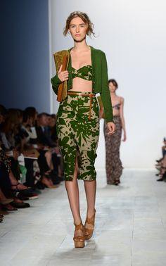 nice way to wear a bandeau Boho Outfits, Fashion Outfits, Boho Mode, Mix N Match, Mode Inspiration, Spring 2014, Skirt Fashion, Runway, Michael Kors