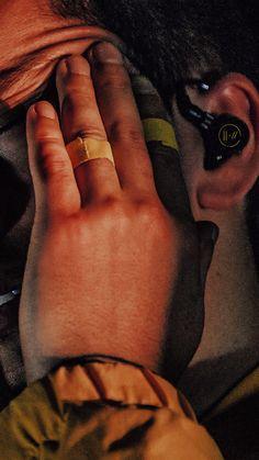 Twenty One Pilots Aesthetic, Twenty One Pilot Memes, Twenty One Pilots Wallpaper, Joshua William Dun, Tyler Joseph Josh Dun, Cute Gay, Staying Alive, Aesthetic Photo, Cool Bands