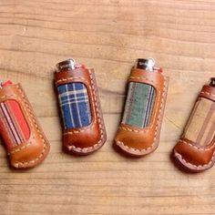 キーホルダー「5ban」 キーリング maumvillage 通販|Creema(クリーマ) ハンドメイド・手作り・クラフト作品の販売サイト Leather Art, Biker Leather, Leather Gifts, Leather Jewelry, Leather Keychain, Leather Wallet, Crea Cuir, Lighter Case, Leather Pattern