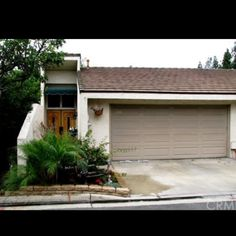 JUST LISTED!!  FULLERTON - $355,000 - 1811 Vista Del Oro.  3bd/2.5ba 1,886sqft.  Another one listed by Grand Avenue®  Located in a cul-da-sac this end unit tri-level town home has a 2 car attached garage with direct access.  Dining room, Cathedral Vaulted Ceilings, Hardwood Floors, and much more.  Less than a mile from Cal-State Fullerton, Troy High School, Western State University College of Law, and Southern California  College of Optometry.  In close proximity downtown Fullerton
