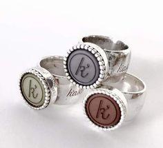 Deze handgemaakte, zilveren (925 sterling) ring, model 'Silver Blossom', is een bijzonder ontwerp van K'aschka.