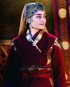 Halima Sultan princess of Seljuk Empire married Ertugrul of Kayi Tribe, she was mother of Osman, the founder of Ottoman Empire. Turkish Women Beautiful, Beautiful Muslim Women, Turkish Beauty, Turkish Fashion, Turkish Wedding, Esra Bilgic, Muslim Beauty, Afghan Dresses, Beautiful Girl Photo