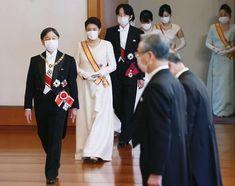 L'imperatore Naruhito e l'imperatrice Masako hanno ospitato il ricevimento di Capodanno del 2021 Royal Christmas, Imperial Palace, Bridesmaid Dresses, Wedding Dresses, Queen Elizabeth Ii, Royalty, Reception, Princess, My Style