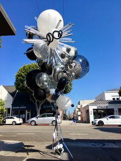World's Best Bouquets — World's Best Balloons 30th Birthday Themes, It's Your Birthday, Baby Shower Bouquet, Diy Wedding Food, Balloon Decorations Party, Balloon Ideas, Sims Baby, Balloon Company, Balloon Arrangements