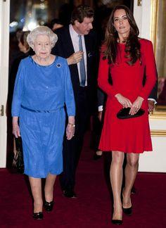 La reina Isabel y la Duquesa de Cambridge en una estelar recepción en palacio a los actores británicos