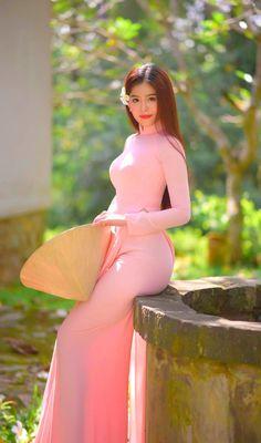 Ao Dai, Sexy Long Dress, Asian Model Girl, Beautiful Girl Indian, Sexy Asian Girls, Asian Woman, Asian Beauty, Girl Hairstyles, Oriental