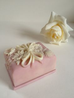Pink and white floral incolay box, Avondale crushed glass trinket jewelry cameo Valentine's Day.