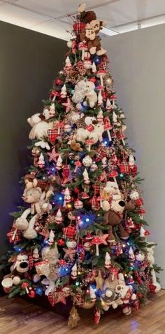 Afbeeldingsresultaat voor kersttrends 2017 Tree Toppers, Tree Skirts, Ornaments, Christmas Trees, Holiday Decor, Home Decor, Xmas Trees, Decoration Home, Room Decor