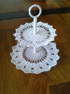 26 amazing things for the home that is easy to crochet Crochet Cake, Crochet Bowl, Thread Crochet, Crochet Doilies, Crochet Flowers, Hand Crochet, Knit Crochet, Crochet Wedding Favours, Tea Stained Paper