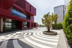 Mk-Ck5 Production Office / Agaligo Studio - a karesansui-style garden in colored concrete