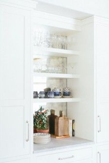 The perfect built in open shelving bar | Kate Marker Interiors