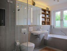 Bad mit großem Spiegelschrank