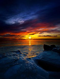 ✯ Daybreak by Phil Koch. I would love this for my bedroom!