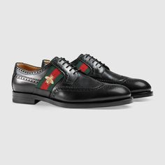 Leather lace-up with bee Web