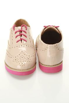 Tan wingtips pink soles and laces Sock Shoes, Shoe Boots, Baby Shoes, Saddle Shoes, Oxford Brogues, Oxfords, Wingtip Shoes, Creative Shoes, Derby