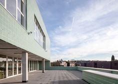 Green bricks lend woven texture to school in Belgium