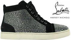 A nova coleção de sneakers Christian Louboutin para os meninos modernos já está em algumas lojas dos Estados Unidos e Europa: Poxa, mas tem que ser bem moderno mesmo, né? Ou o namorado/marido de vocês encaram numa boa????