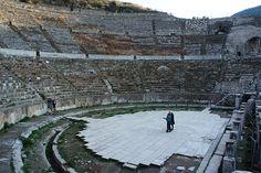 터키 지중해 연안에 있는 원형 경기장. 규모가 대단. 굳이 그리스에 갈 필요없이 터키에서 고대 그리스 유적지도 확인할 수 있어요.