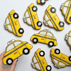 #NYC would be even more fun if #taxis looked like this! #bakedideas #customcookies #decoratedcookies #royalicing #cabs
