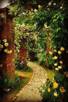 Wonderful Secret Garden Pathway Design Ideas For Backyard The Secret Garden, Secret Gardens, Jardin Decor, Garden Cottage, Rose Cottage, Enchanted Garden, Parcs, Garden Gates, Herb Garden