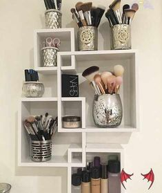 27 Cute Makeup Storages for Small Bedrooms 27 Cute Makeup Storages for Small Bedrooms<br> Instead of having your makeup rolling around the drawers, cluttering the countertops and getting lost in the shuffle, good makeup storages can save you from the mess. What's more, decorating and styling up your vanity table or bedroom to your taste is a very fun thing to do as it doesn't only just make your space look great, it saves you lot of time in a busy morning when putting on makeup. You can turn… Diy Makeup Organizer, Make Up Organizer, Makeup Organization, Storage Organization, Bathroom Organization, Organizing Ideas, Perfume Organization, Dressing Table Organisation, Beauty Organizer
