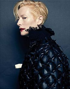 In honor of the nineteenth anniversary of Vogue Korea invited the actress Tilda Swinton (Tilda Swinton) for the August cover-story. The actress starred in dresses autumn-winter collection of Chanel in 2015. / Fashion Mood