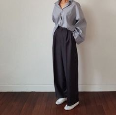 Sporty chic stripe and pleated (at Frankie shop) Korean Outfits, Retro Outfits, Simple Outfits, Cute Outfits, Weird Fashion, Fashion Wear, Fashion 2020, Loose Pants Outfit, Baggy Clothes