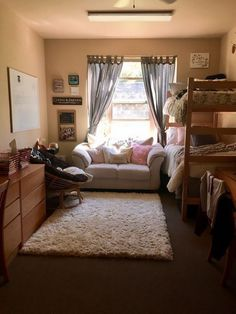 26 dorm room ideas college room decor dorm inspiration 5 in College Bedroom Decor, College Dorm Rooms, Bedroom Apartment, Single Dorm Rooms, College Ideas Dorm, College Bunk Beds, College Checklist, College Dorm Decorations, College Bags