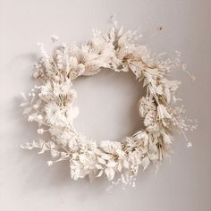 A beautiful floral wreath created from dried flowers in neutral colors. Dried Flower Wreaths, Dried Flowers, White Wreath, Floral Wreath, Christmas Wreaths, Christmas Decorations, All White Wedding, Summer Wedding, Party Summer