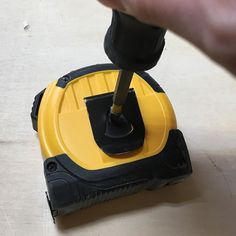 Quick tip: I never use the belt clip on my tape measure. Its always just getting caught on my carpenters apron. Same thing happening to you? Just remove it and there will be one less thing to stand in your way! #woodworking #woodworker #shoplife #wood #woodworkersofinstagram