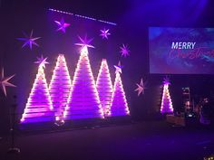 Clustered Trees from Trace Church in Colorado Springs, CO brings us this Christmas design. | Church Stage Designs