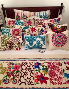 Pillows - create your own style! One of the easiest things to make are pillows so it's a great place to start, especially when there are so many ways to make them unique! Embroidery Designs, Embroidery Stitches, Hand Embroidery, Mexican Bedroom, Mexican Home Decor, Mexican Embroidery, Mexican Designs, Quilt Sets, Bohemian Decor