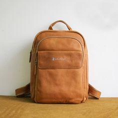 1202 men backpack leather designer back pack leather flight bag Brown Leather Backpack, Leather Laptop Bag, Leather Bags, Leather Craft, Fashion Bags, Fashion Backpack, Women's Fashion, Best Bags, Rucksack Backpack