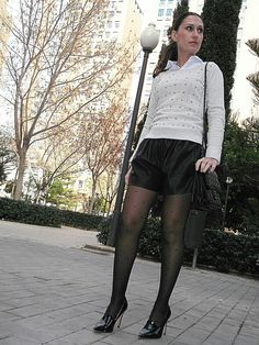 Actresses that like to wear pantyhose