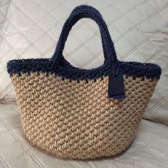 K-158 模様編み・持ち手デニムネイビーのナチュラルバック画像1 Diy Crochet Bag, Crochet Coin Purse, Crochet Purses, Crochet Crafts, Knit Crochet, Holiday Crochet, Crochet Handbags, Market Bag, Knitted Bags