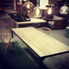 #manogri bord med grånede 150 år gamle #gjenbruksmaterialer  #sibast8 stoler og lamper fra #ebb&flow alt kan kjøpes i vår webshop www.drivved.no