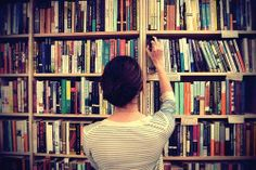 10 Books to Read Before College Need a good summer read? We've got your one-stop list of the 10 books to read this summer, including ones that will offer advice, the next cult-following novel to bond over with your roommate, and a few classics, too (don't just skim the SparkNotes!).