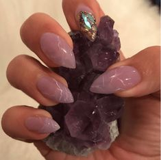 Beauty Trend - Crystal Nails - Blushing in Hollywood - - The hottest new nail art trend for 2017 is crystal nails! Rose quartz, amethyst, geode nail art, gem stone nails are super hot right now! Crystal Nails, Clear Nails, Gem Nails, Stone Nails, Cute Nails, Pretty Nails, Nagellack Trends, New Nail Art, Nagel Gel