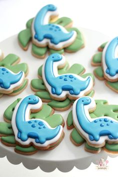 Video - Dinosaur Cookie Tutorial Dinosaur Video Tutorial When I saw this dinosaur sticker on Redbubble, designed by Hocapontas, I knew I had to make him for my nephew's third birthday party. Leaf Cookies, Fancy Cookies, Cute Cookies, Royal Icing Cookies, Summer Cookies, Flower Cookies, Cut Out Cookie Recipe, Sugar Cookies Recipe, Cupcakes