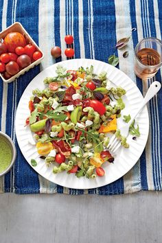 Fresh Tomato Recipes: Pasta with Heirloom Tomatoes, Goat Cheese, and Basil
