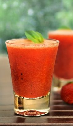 Sumos Naturais Saudáveis - Morango Pera e Banana Detox Recipes, Healthy Recipes, Healthy Food, Sumo Natural, Red Energy, Cantaloupe, Smoothies, Healthy Lifestyle, Food And Drink