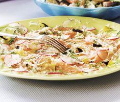 En delikat rätt som är utmärkt på buffébordet. Laxfilén marineras i en syrlig citrusmarinad innan du lägger den i skivor på ett fat. Strö över salt och peppar följt av dill, pepparrot och krispiga rädisor. Ätliga blommor ger en extra lyxig känsla.