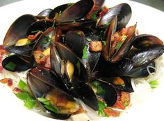 Coconut Ginger Mussels with Bacon Recipe - How To Make Coconut Ginger Mussels: Coconut Ginger Mussels with Bacon