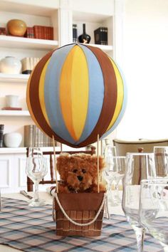 make hot air balloon decorations Baby Shower Oso, Mesas Para Baby Shower, First Birthday Parties, First Birthdays, Hot Air Balloon Cookies, Polka Dot Balloons, Baby Shower Decorations For Boys, Balloon Decorations, Party Planning