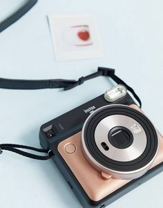 Fujifilm Instax Square instant camera in blush gold Polaroid Instax, Instax Mini Camera, Fujifilm Instax Mini, Poloroid Camera, Cute Camera, Best Camera, Sprocket Photo Printer, Camara Fujifilm, Blush And Gold