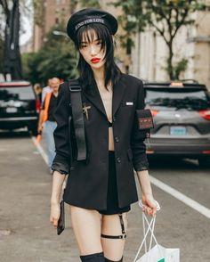 New York Fashion Week, Street Style. Model Sora Choi after the Tory Burch Spring 2019 show. Harajuku Mode, Harajuku Fashion, Japan Fashion, Mode Outfits, Fashion Outfits, Fashion Tips, Sora Choi, New Yorker Mode, Vetement Fashion