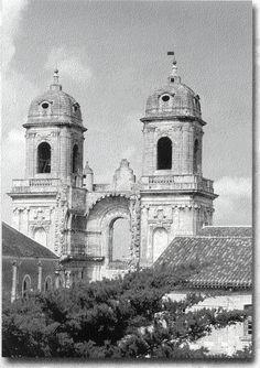 """Les deux tours de l'Abbaye Royale de St Jean d'Angely.- 1346 (suite): Empruntant ce chemin, après 4 jours passés à St-Jean-d'Angely conquise par le comte de Derby pour """"se rafraichir"""", le comte et ses troupes se dirigent vers Niort. Ils se rassemblent à St-Florent avant d'attaquer en vain la ville."""