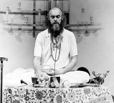 Baba Ram Dass, Proponent of LSD and New Age Enlightenment, Dies at 88 - The New York Times Psychedelic Experience, Psychedelic Drugs, Neem Karoli Baba, Timothy Leary, Ram Dass, Psychology Major, Eastern Philosophy, Beatles Songs, Drinking Buddies