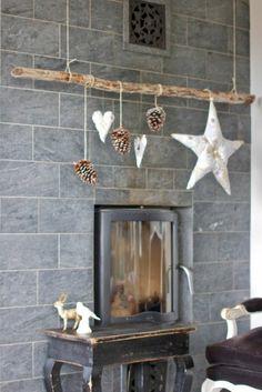 diy deko zapfen hängen kamin dekorieren rustikale dekoideen